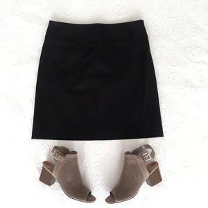Ann Taylor LOFT Skirt Black Size 4